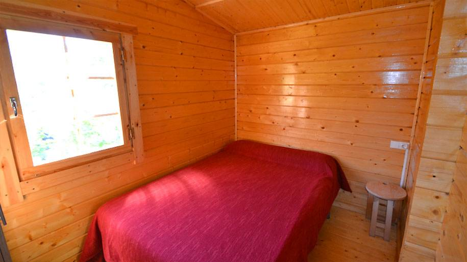 Interior de una habitación de una cabaña