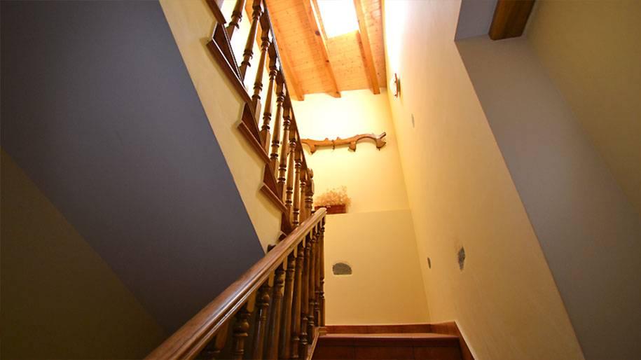 Escalera de entrada a los apartamentos Doña Petra