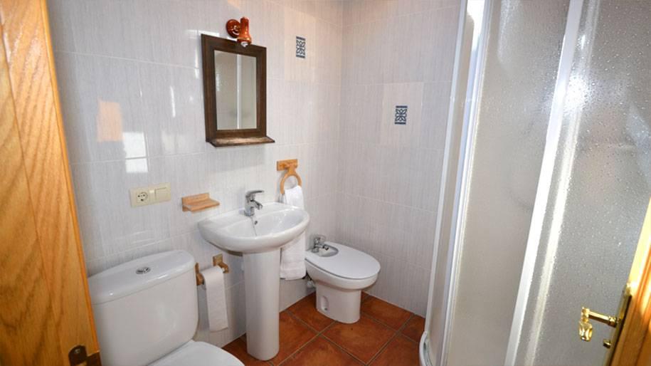 Baño en los apartamentos Doña Petra
