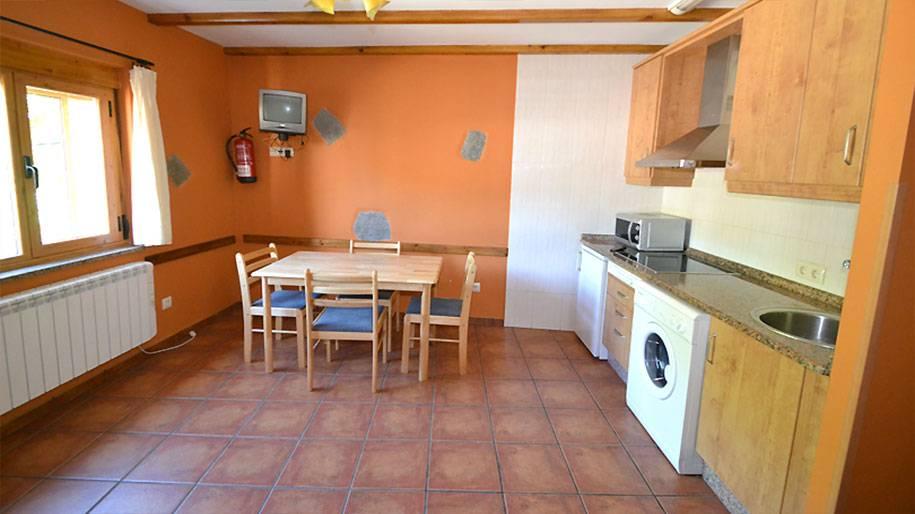 Salón cocina en los apartamentos Doña Petra